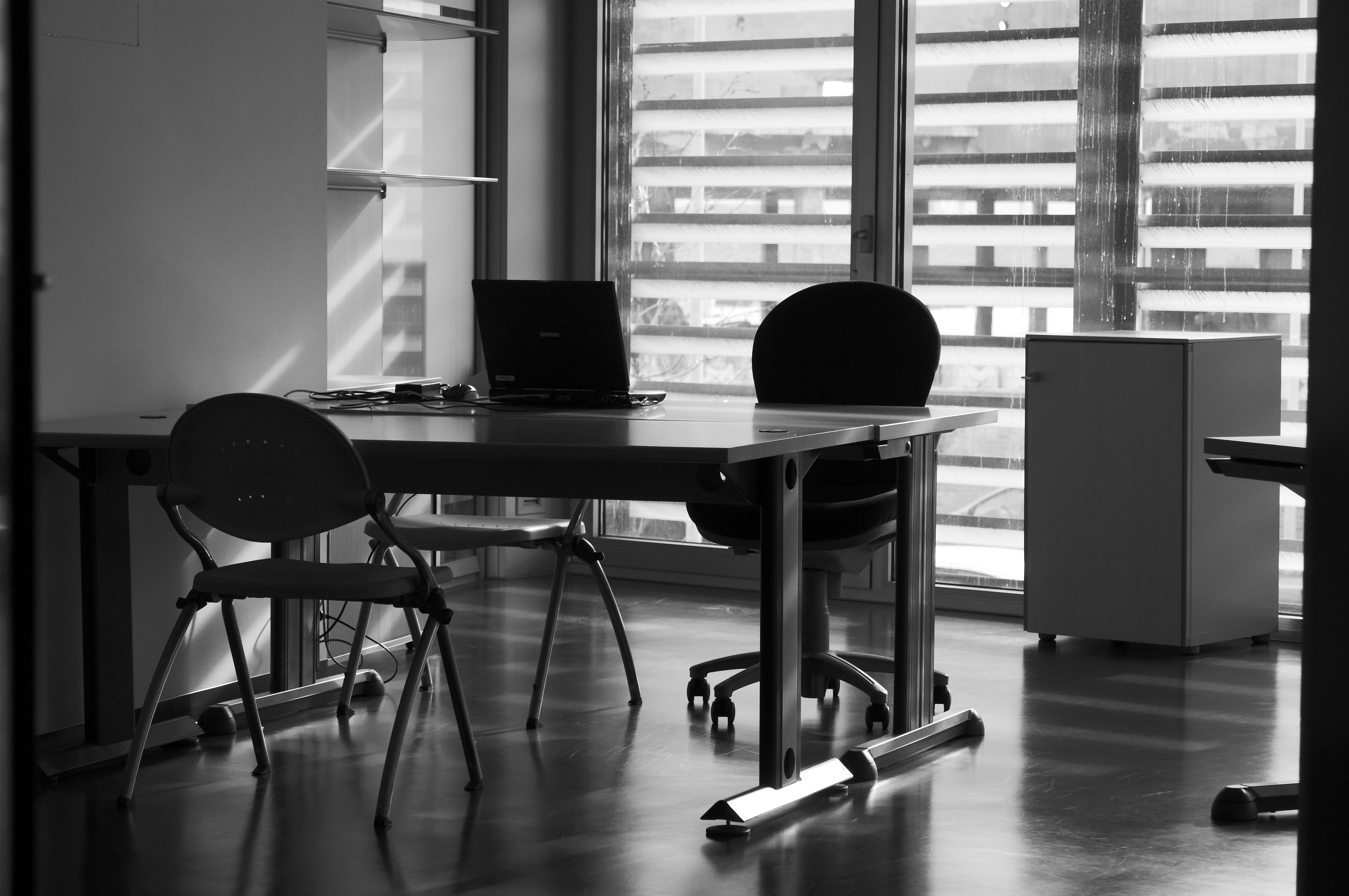 Best Use Of Small Office Spaces: Outsource Your Printing | PrintSave